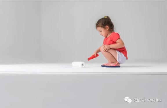靠鼻子闻气味辨别儿童漆是否环保,不科学。